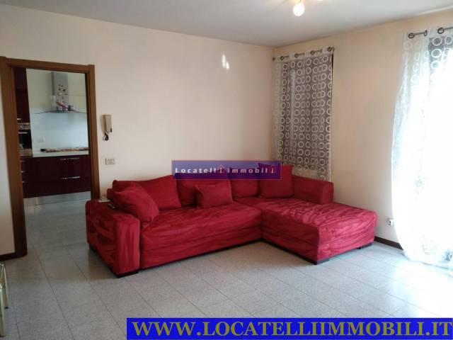 Appartamento in ottime condizioni in affitto Rif. 6416826