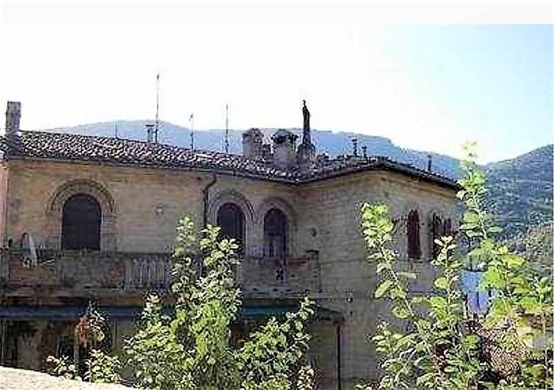 Appartamento in vendita a Spoleto, 5 locali, prezzo € 200.000 | CambioCasa.it