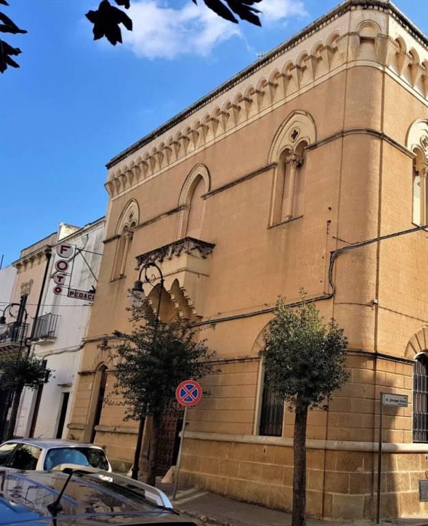 Palazzo / Stabile in vendita a Parabita, 6 locali, Trattative riservate | CambioCasa.it