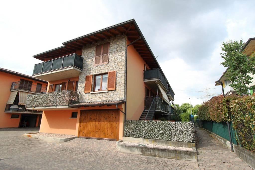 Appartamento in buone condizioni in vendita Rif. 6430849