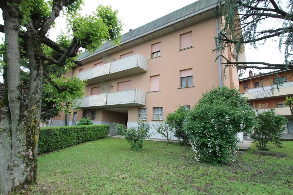 Appartamento in ottime condizioni in vendita Rif. 6415477