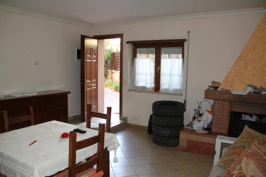 Appartamento in buone condizioni in vendita Rif. 7493597