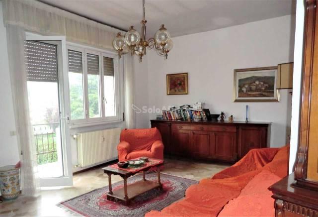 Appartamento in buone condizioni arredato in affitto Rif. 6432937