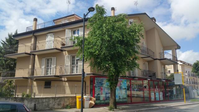 Appartamento in buone condizioni in vendita Rif. 6946963