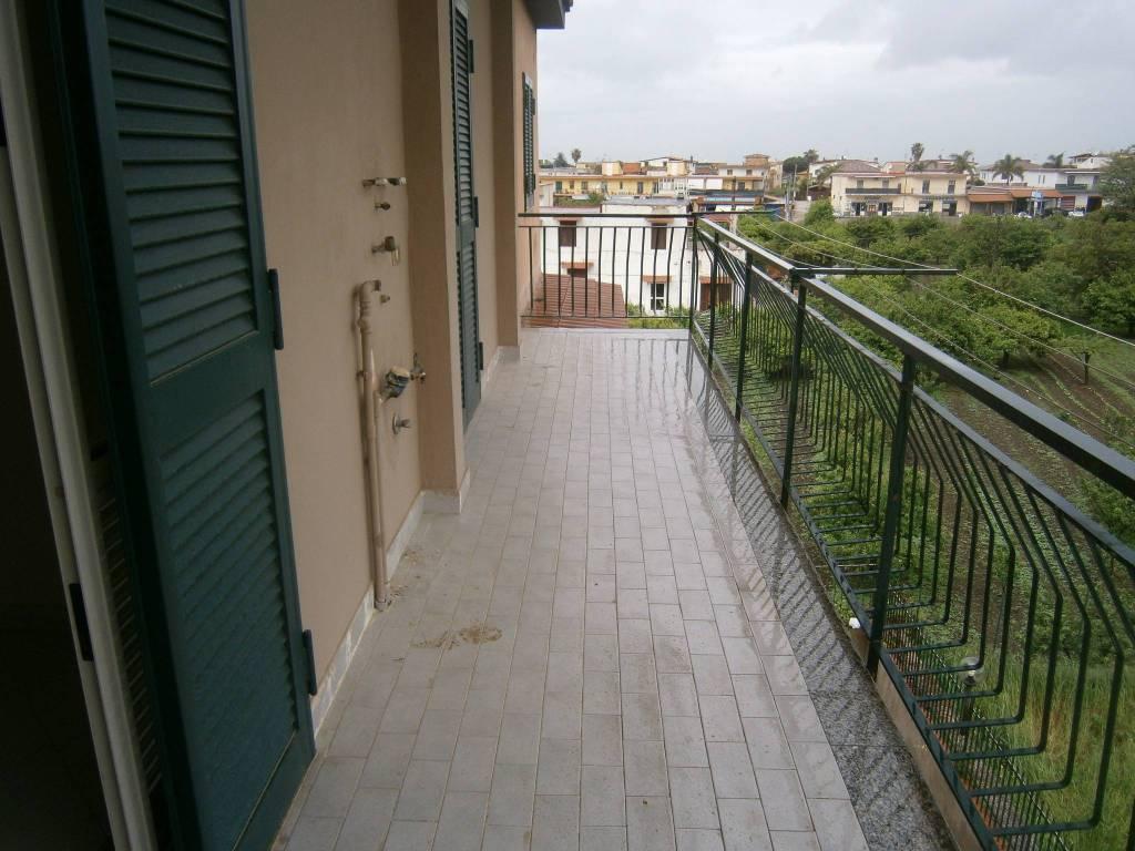 Appartamento in buone condizioni in affitto Rif. 8549678