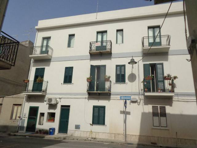 Appartamento in vendita a Marina di Gioiosa Ionica, 9 locali, prezzo € 130.000 | CambioCasa.it