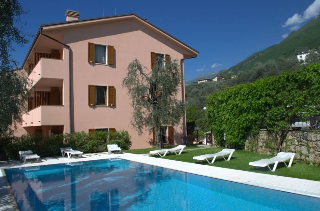 Appartamento in buone condizioni arredato in vendita Rif. 5914584