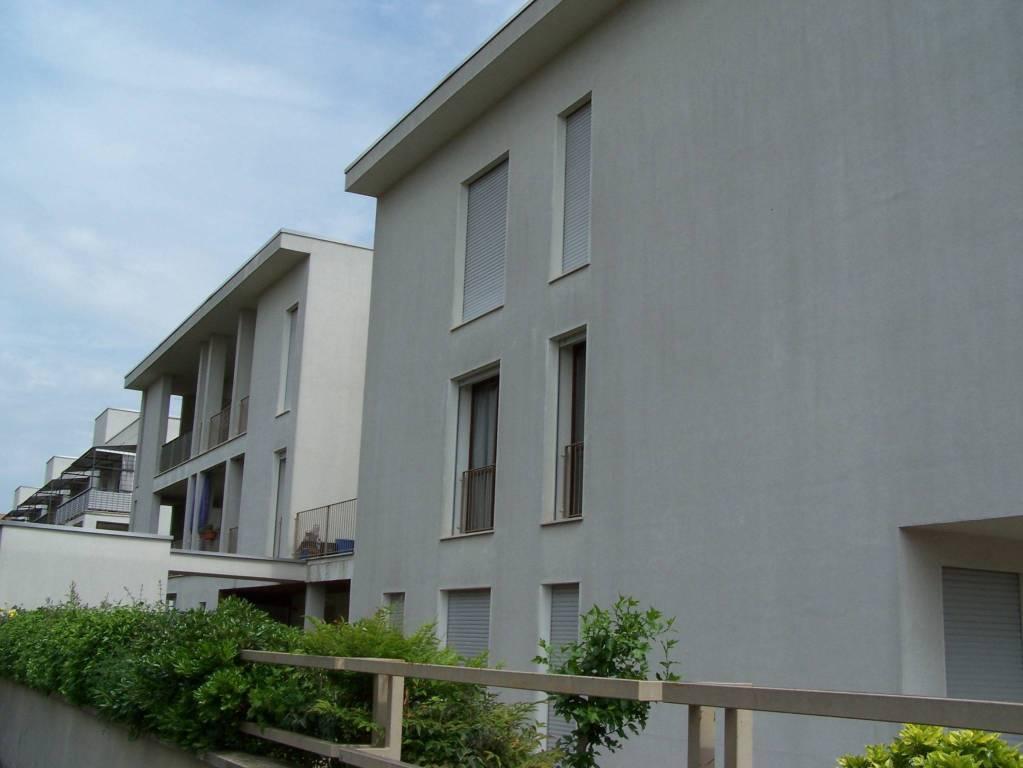 Appartamento in buone condizioni in affitto Rif. 6449703