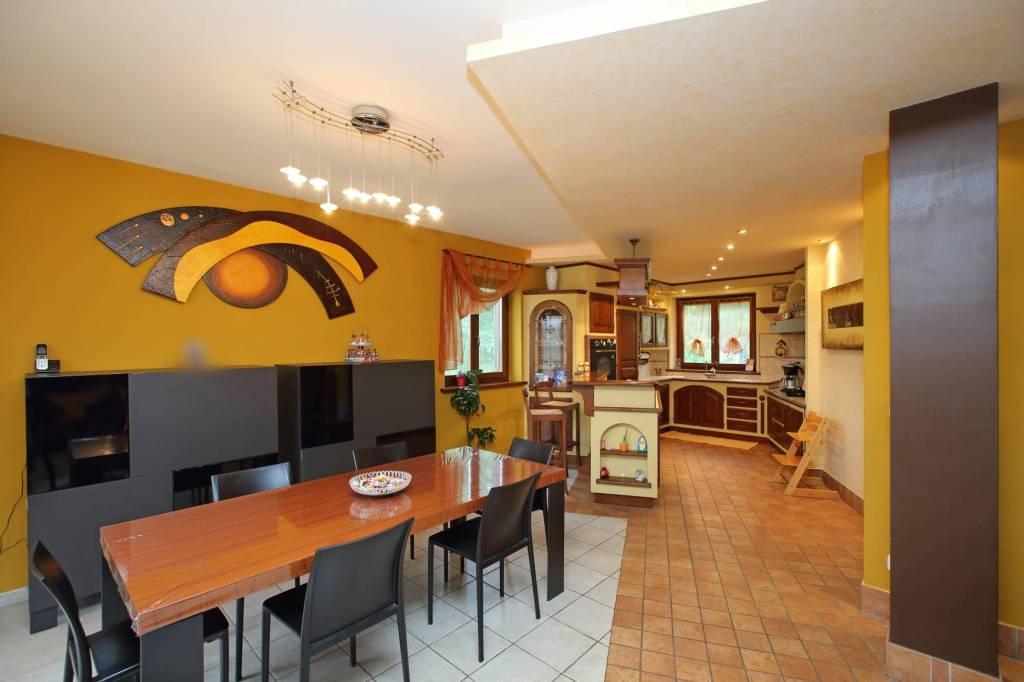 Appartamento in ottime condizioni in vendita Rif. 6949223