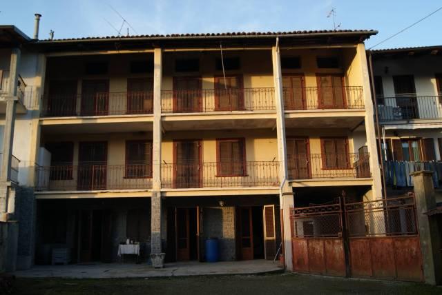 Casa indipendente in Vendita a Strambino: 5 locali, 472 mq