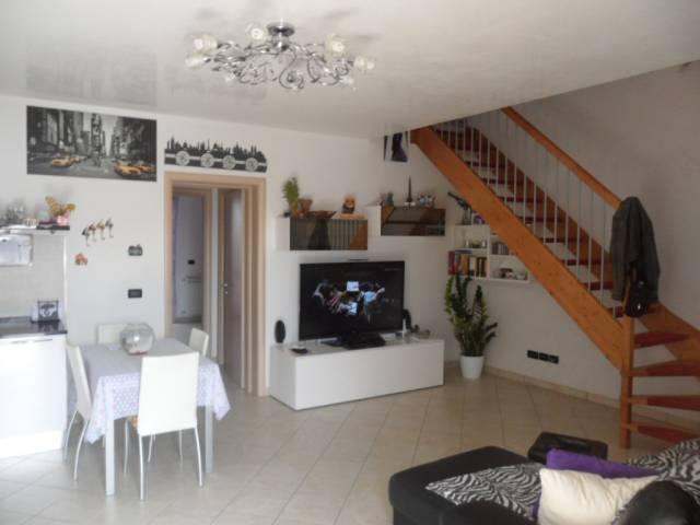 Appartamento in buone condizioni in vendita Rif. 6446868