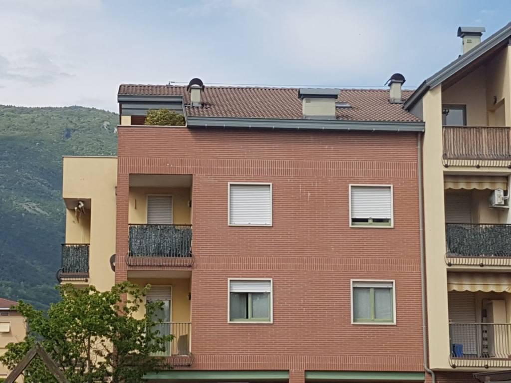 Appartamento in buone condizioni parzialmente arredato in vendita Rif. 6451206