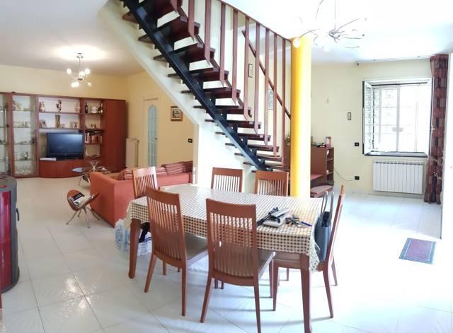 Appartamento in buone condizioni in vendita Rif. 6461277