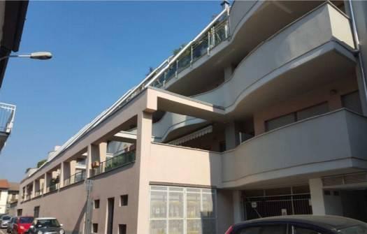 Appartamento in buone condizioni in vendita Rif. 8640466
