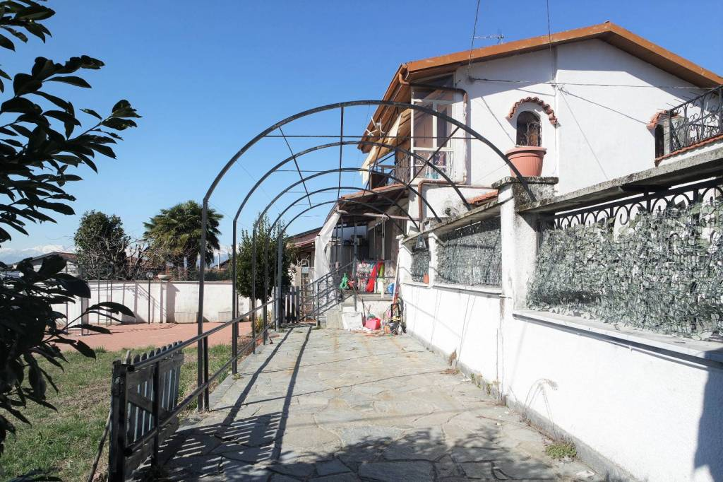 Foto 1 di Casa indipendente Montalenghe