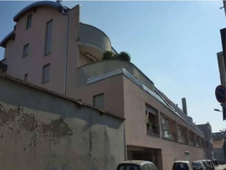 Appartamento in buone condizioni in vendita Rif. 8640467