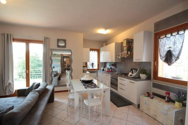 Appartamento in buone condizioni in vendita Rif. 6459645