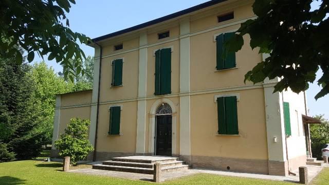 Villa in Vendita a San Giovanni In Persiceto Semicentro: 300 mq