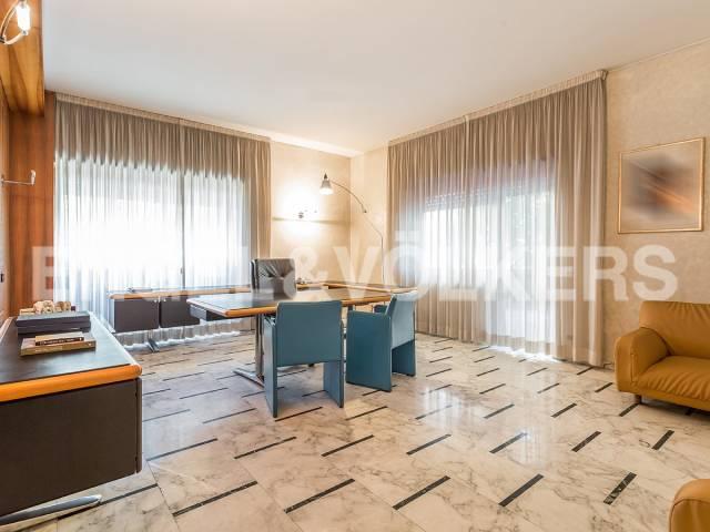 Appartamento in Vendita a Roma 04 Nomentano / Bologna: 5 locali, 290 mq