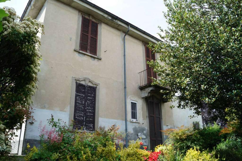 Villa in vendita a Mercallo, 8 locali, prezzo € 129.000 | CambioCasa.it