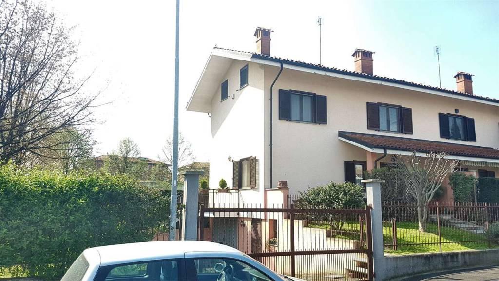 Foto 1 di Villa via sacco, Airasca