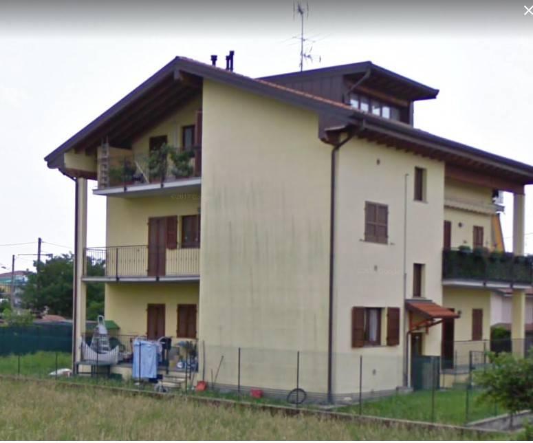 Appartamento in buone condizioni in vendita Rif. 8987358