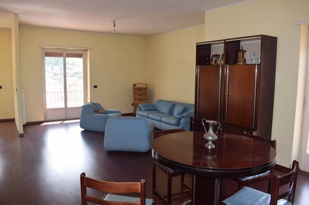 Appartamento in buone condizioni parzialmente arredato in affitto Rif. 8442423