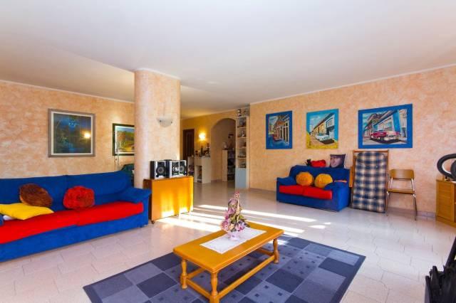 Appartamento in buone condizioni in vendita Rif. 6476953