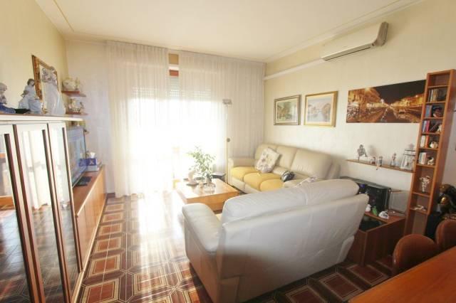 Appartamento in buone condizioni in vendita Rif. 6476473