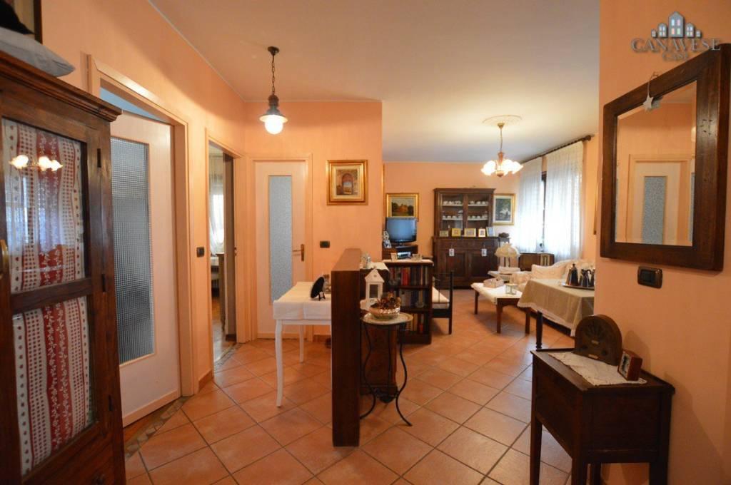 Appartamento in buone condizioni in vendita Rif. 6478070