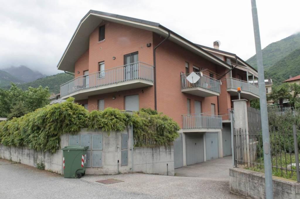 Appartamento in buone condizioni in vendita Rif. 6475168