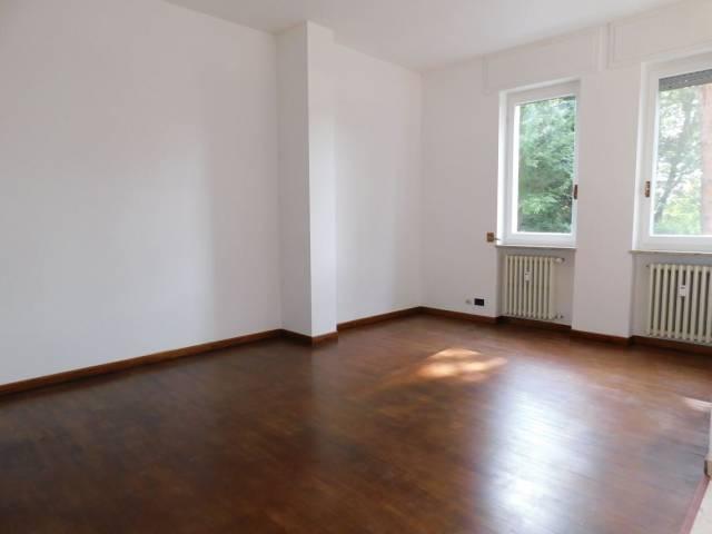 Appartamento in buone condizioni parzialmente arredato in affitto Rif. 6473314