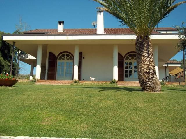 Villa in ottime condizioni in vendita Rif. 6476312