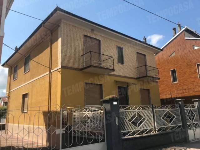 Appartamento in buone condizioni in affitto Rif. 6491195
