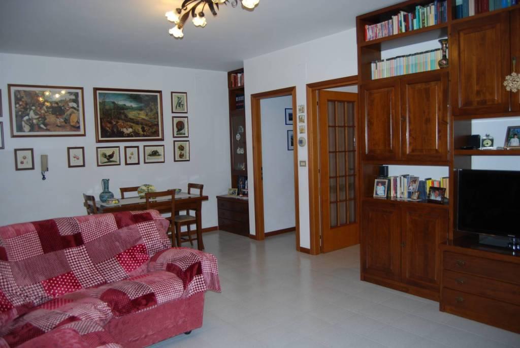 Appartamento in ottime condizioni in vendita Rif. 6489945