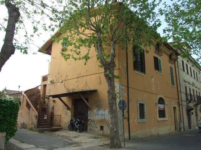 Appartamento in buone condizioni arredato in vendita Rif. 6488677