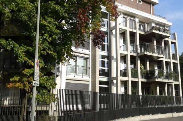 Appartamento in Affitto a Milano 18 Ippodromo / San Siro / Zavattari: 3 locali, 135 mq