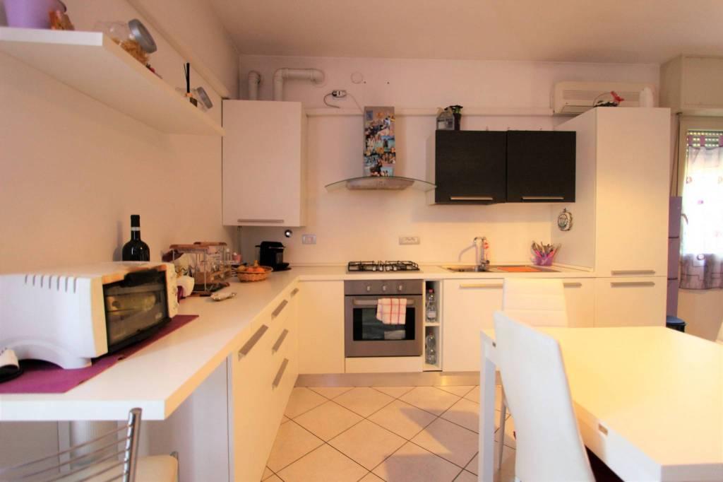 Appartamento in ottime condizioni in vendita Rif. 6489010