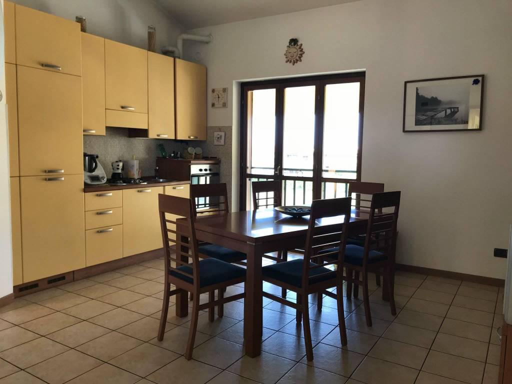 Appartamento in buone condizioni arredato in affitto Rif. 8829635