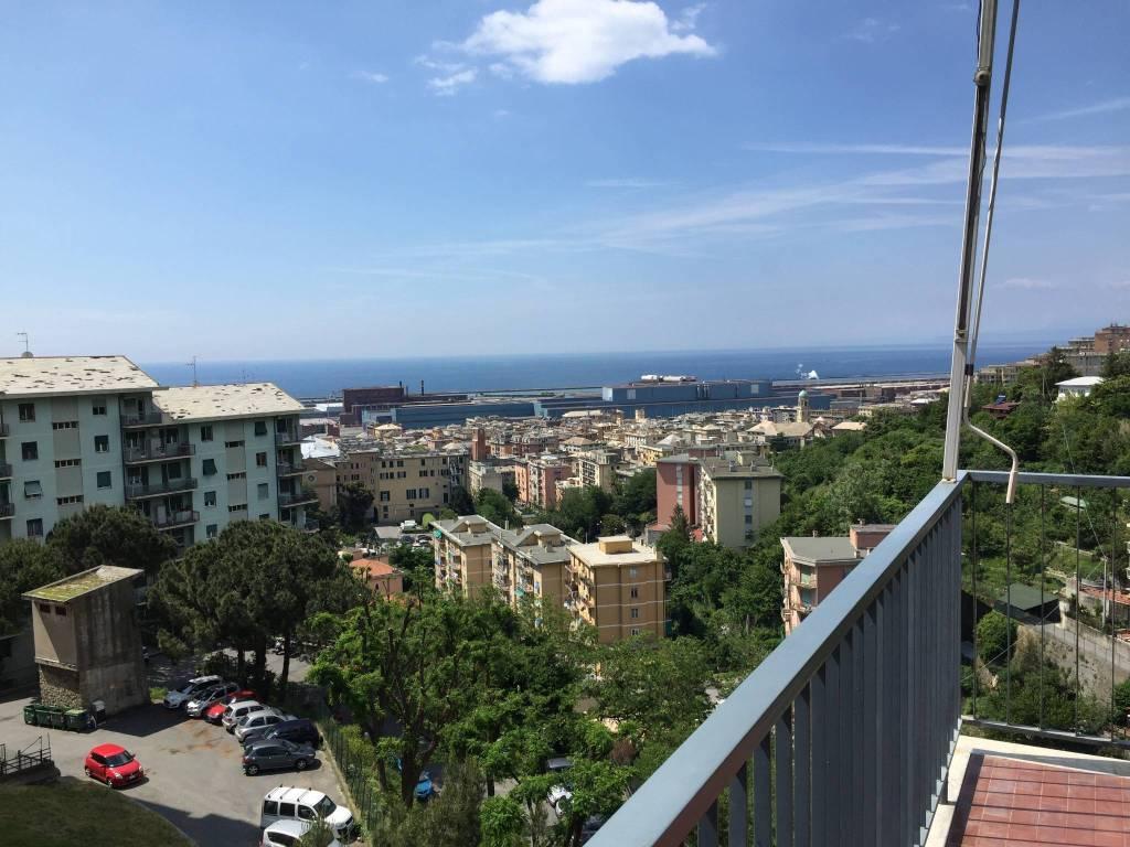 Foto 1 di Trilocale via Coronata 68, Genova (zona Cornigliano)