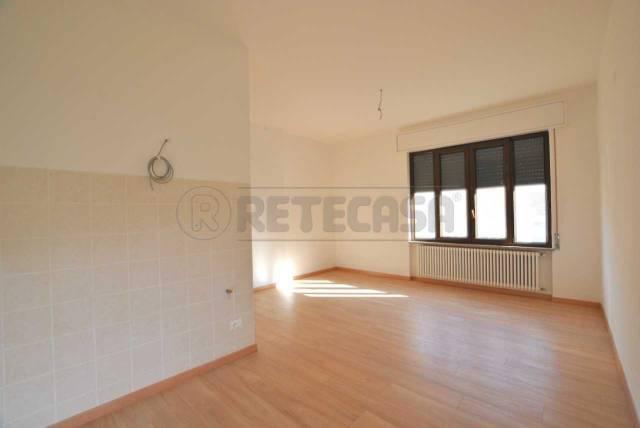 Appartamento in buone condizioni parzialmente arredato in affitto Rif. 6509128