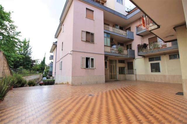 Appartamento in buone condizioni in vendita Rif. 6511176