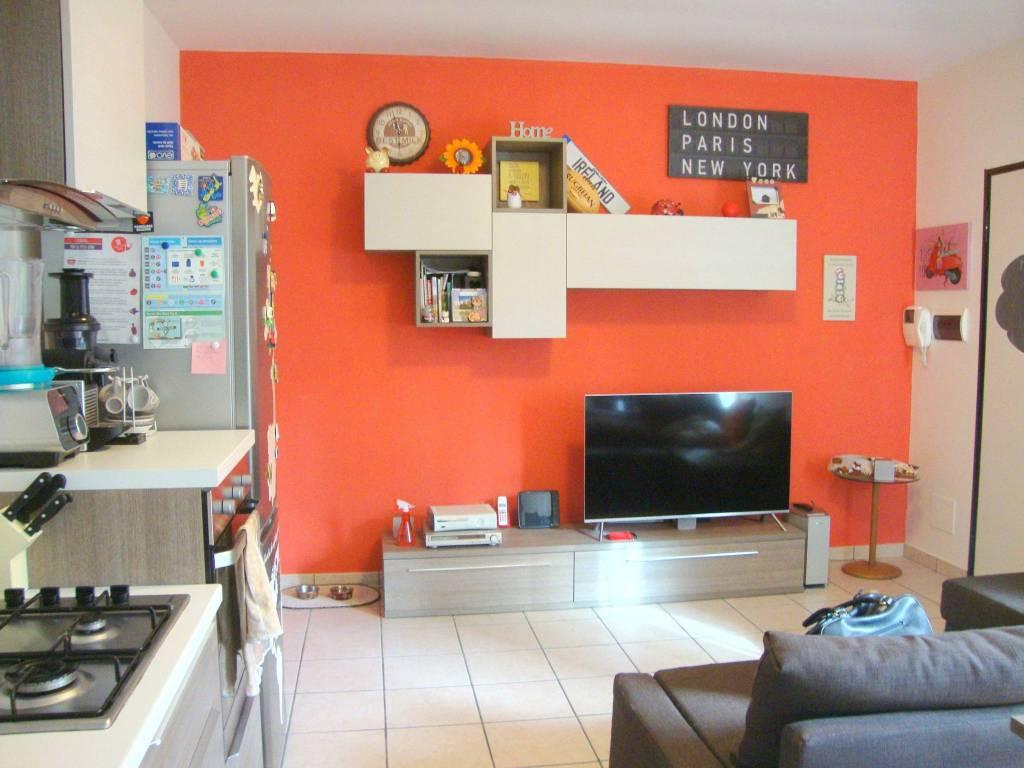 Appartamento in buone condizioni arredato in vendita Rif. 8524762