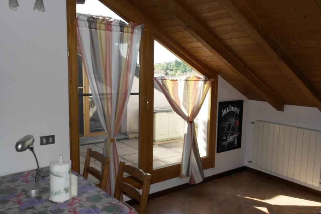 Appartamento in vendita a Besozzo, 3 locali, prezzo € 118.000 | CambioCasa.it