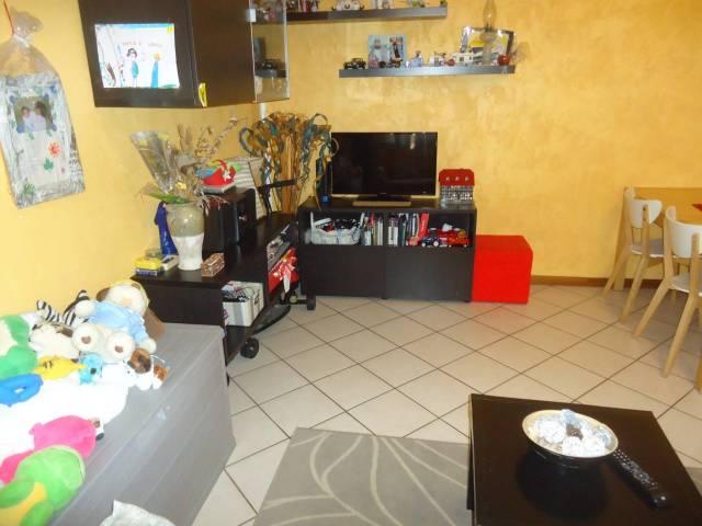Appartamento in ottime condizioni arredato in affitto Rif. 6430654