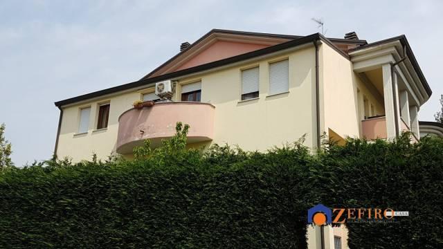Appartamento in Vendita a Cento Semicentro: 3 locali, 75 mq