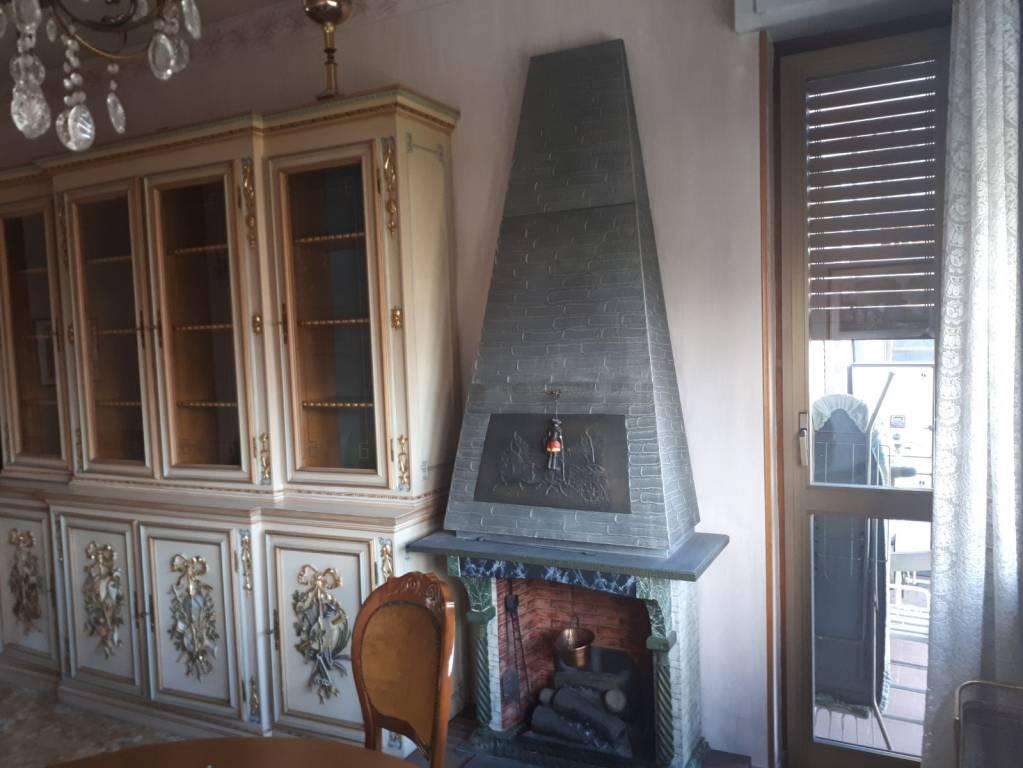 Appartamento in buone condizioni in vendita Rif. 8316752