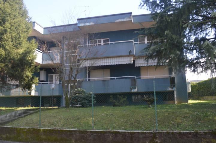 Appartamento in buone condizioni in affitto Rif. 8521232
