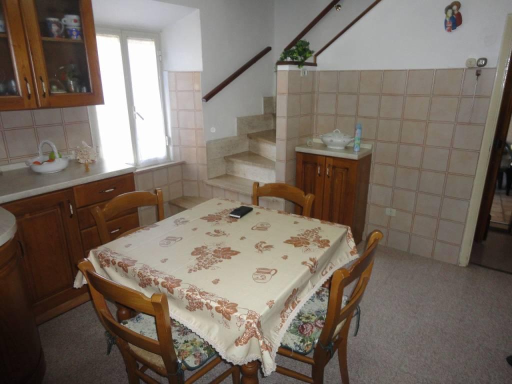 Appartamento in buone condizioni arredato in vendita Rif. 6539084