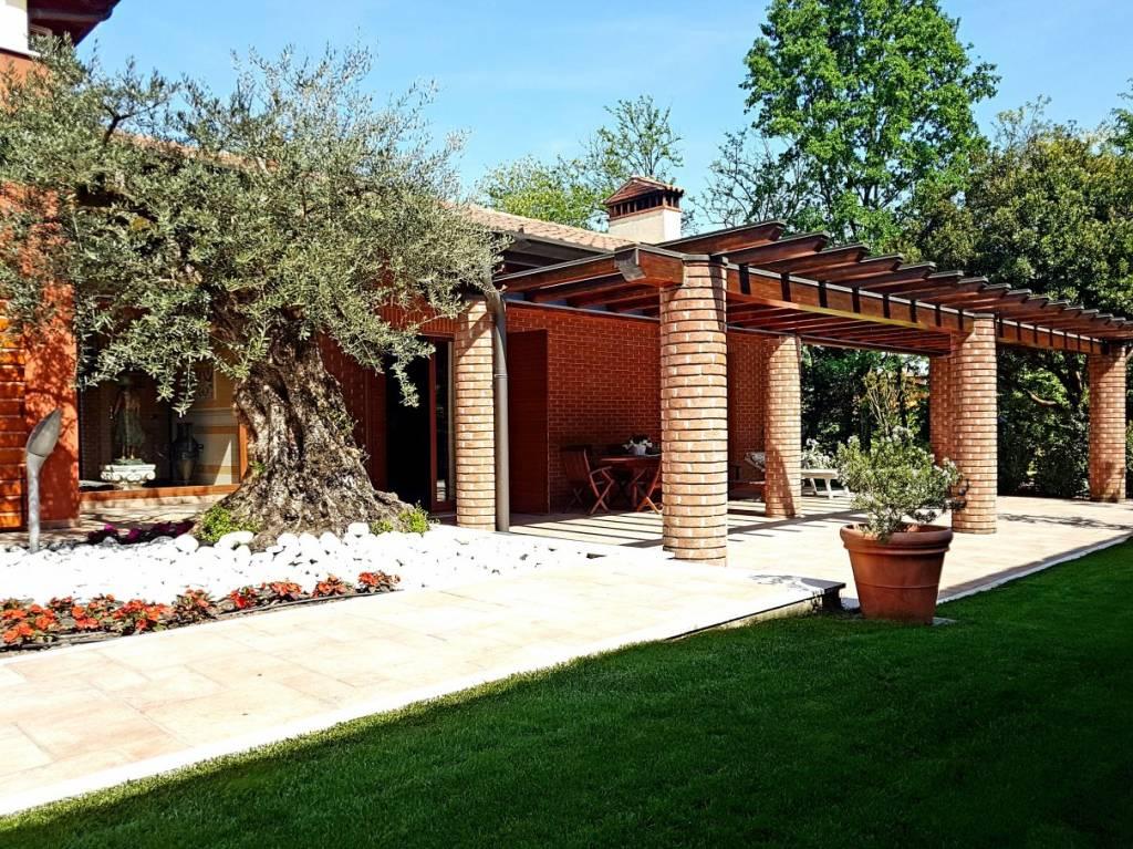 Villa in vendita a Capriano del Colle, 7 locali, Trattative riservate | PortaleAgenzieImmobiliari.it
